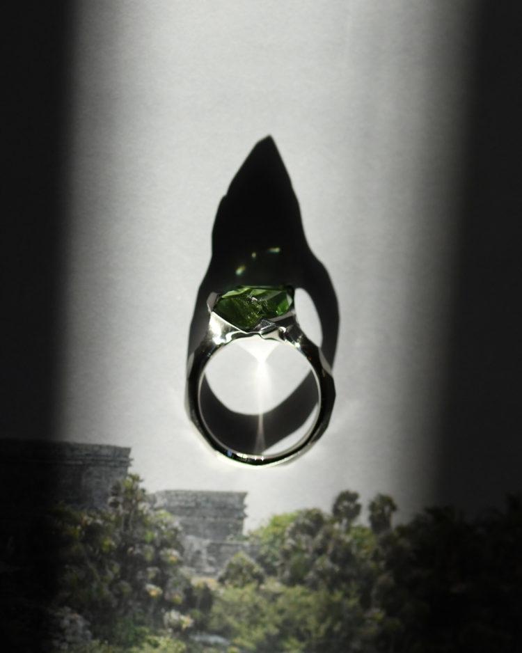 Pt900 Green Tourmaline Ring / プラチナ900にグリーントルマリンを留めた指輪