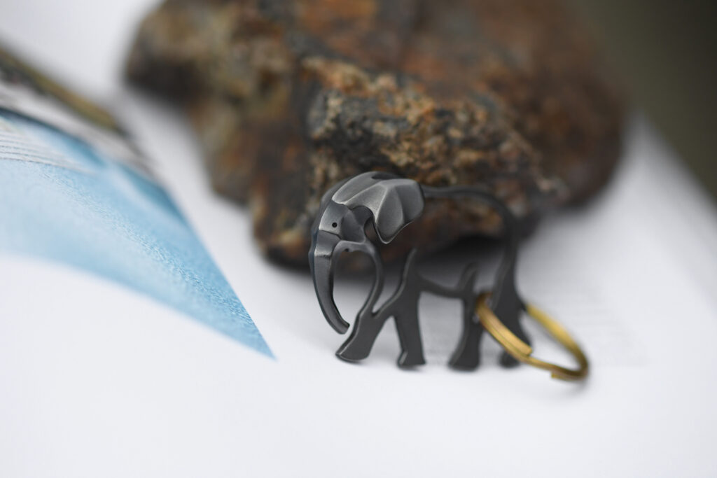 ゾウのキーホルダー/Elephant Keychain