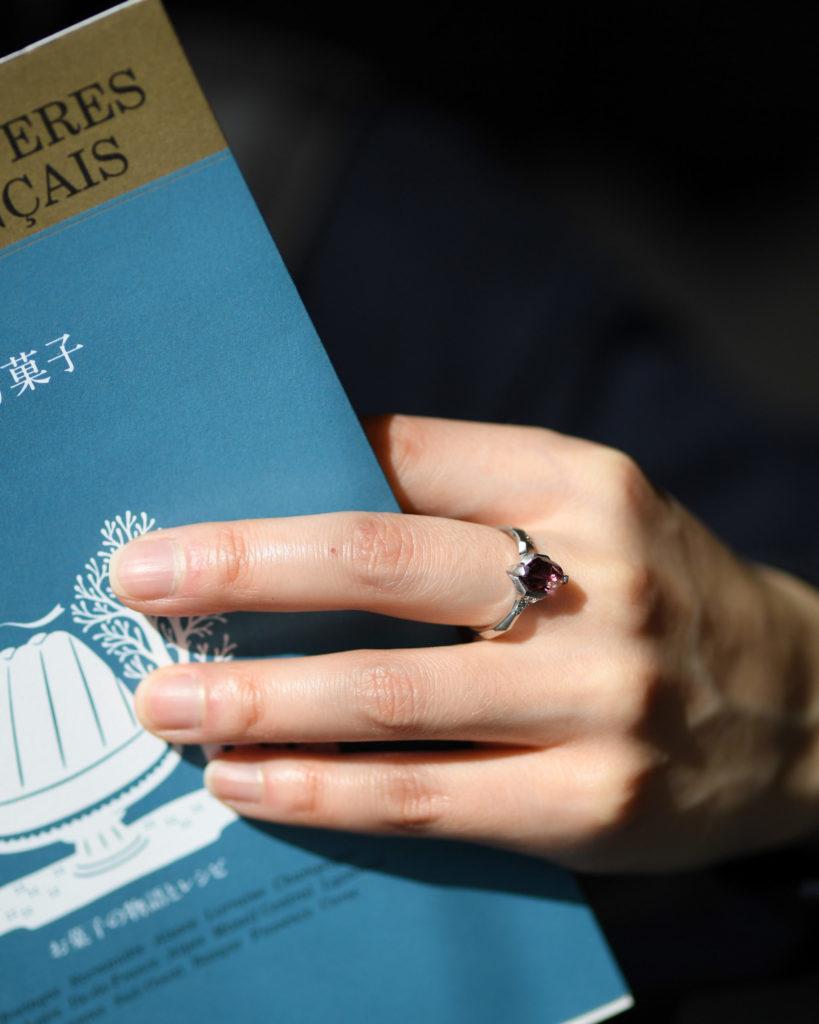 ピンクトルマリンを留めたプラチナの指輪