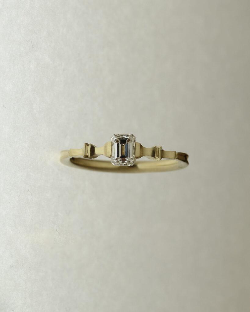 エメラルドカット ダイヤモンドリング